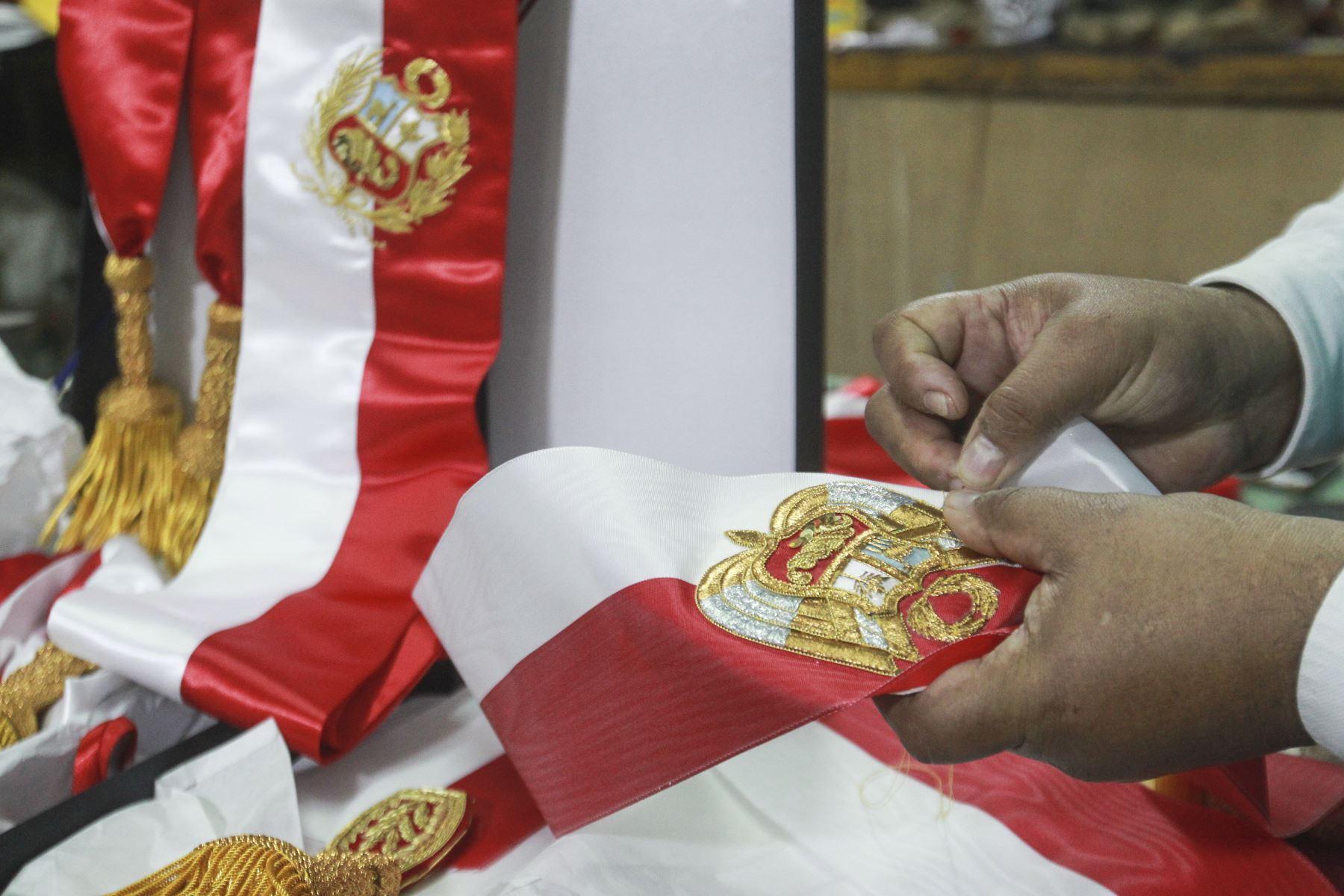 Este 28 de julio, durante la asunción del mando, el presidente electo Pedro Castillo Terrones tendrá colocada sobre su pecho la banda presidencial, símbolo del mandato que asumirá para gobernar el Perú en el próximo quinquenio. Foto: ANDINA/Jhony Laurente
