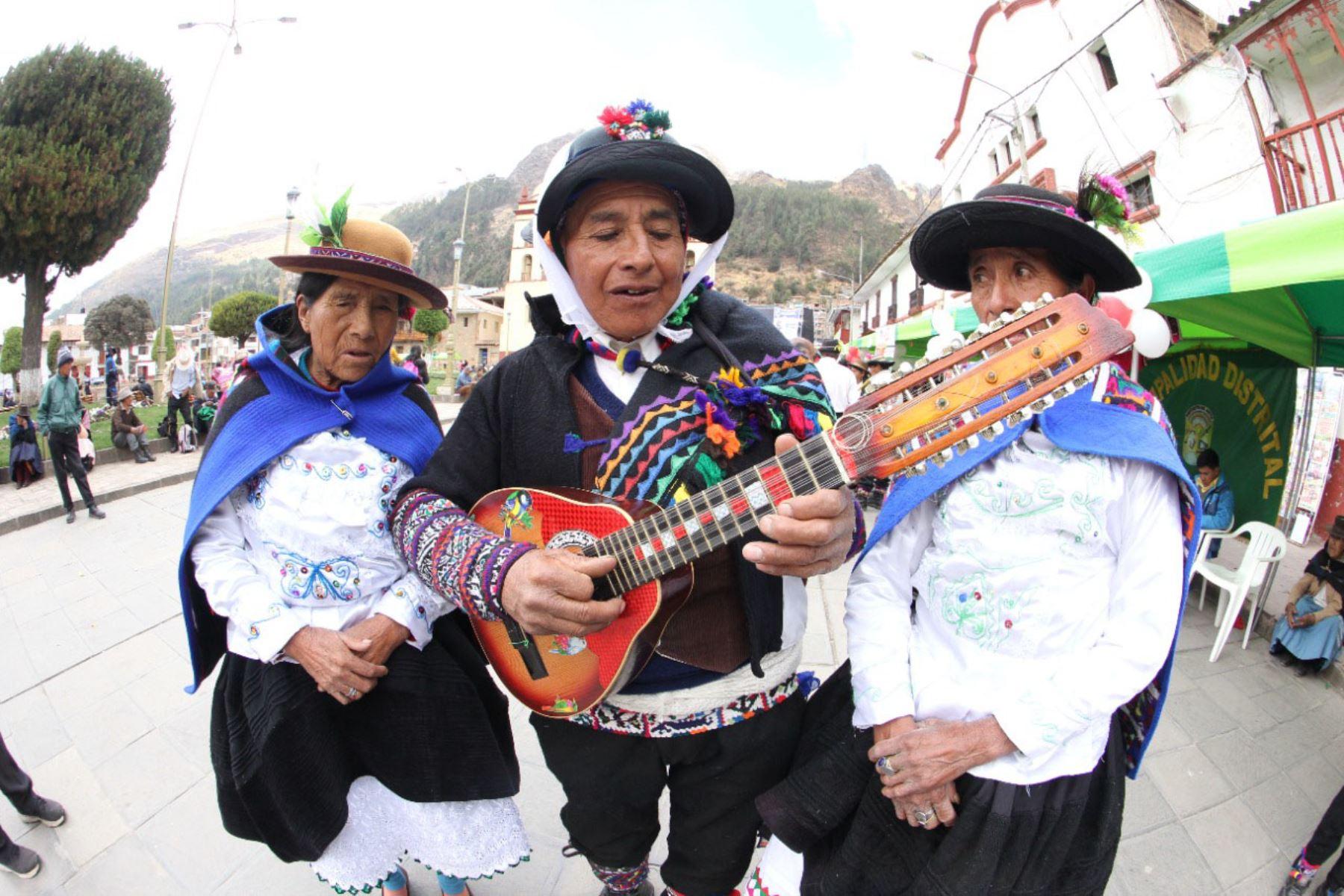 El programa social Pensión 65, del Midis, lanzó el concurso Canto al Bicentenario: El Perú que Imaginamos. Foto: ANDINA/Difusión