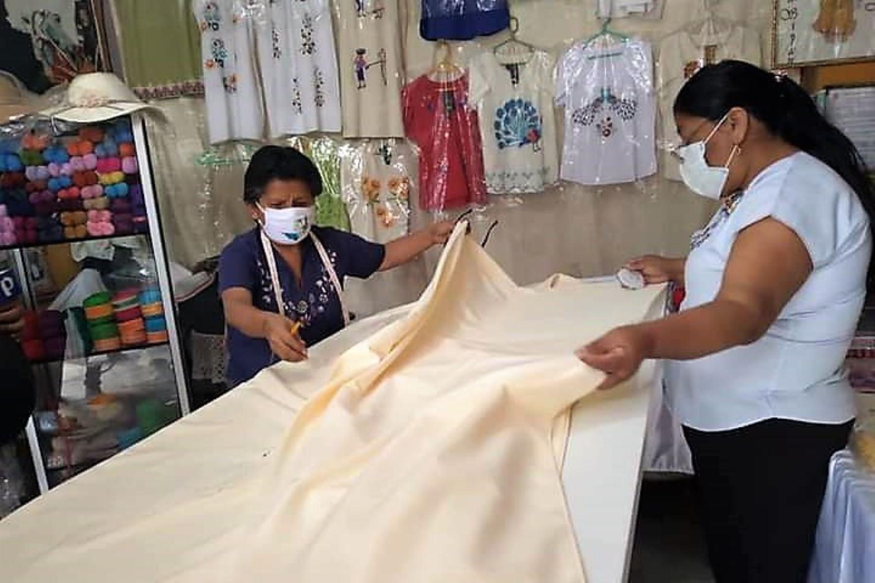 Para celebrar el Bicentenario de la Independencia, artesanas de Monsefú iniciarán este 28 de julio el bordado de un mantel gigante. Foto: ANDINA/Difusión