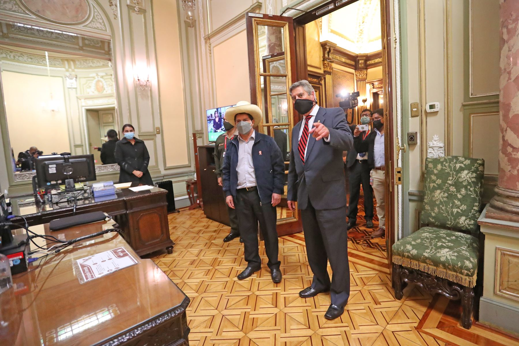 El presidente electo Pedro Castillo se reúne con el presidente de la República Francisco Sagasti en Palacio de Gobierno. Foto: ANDINA/Prensa Presidencia