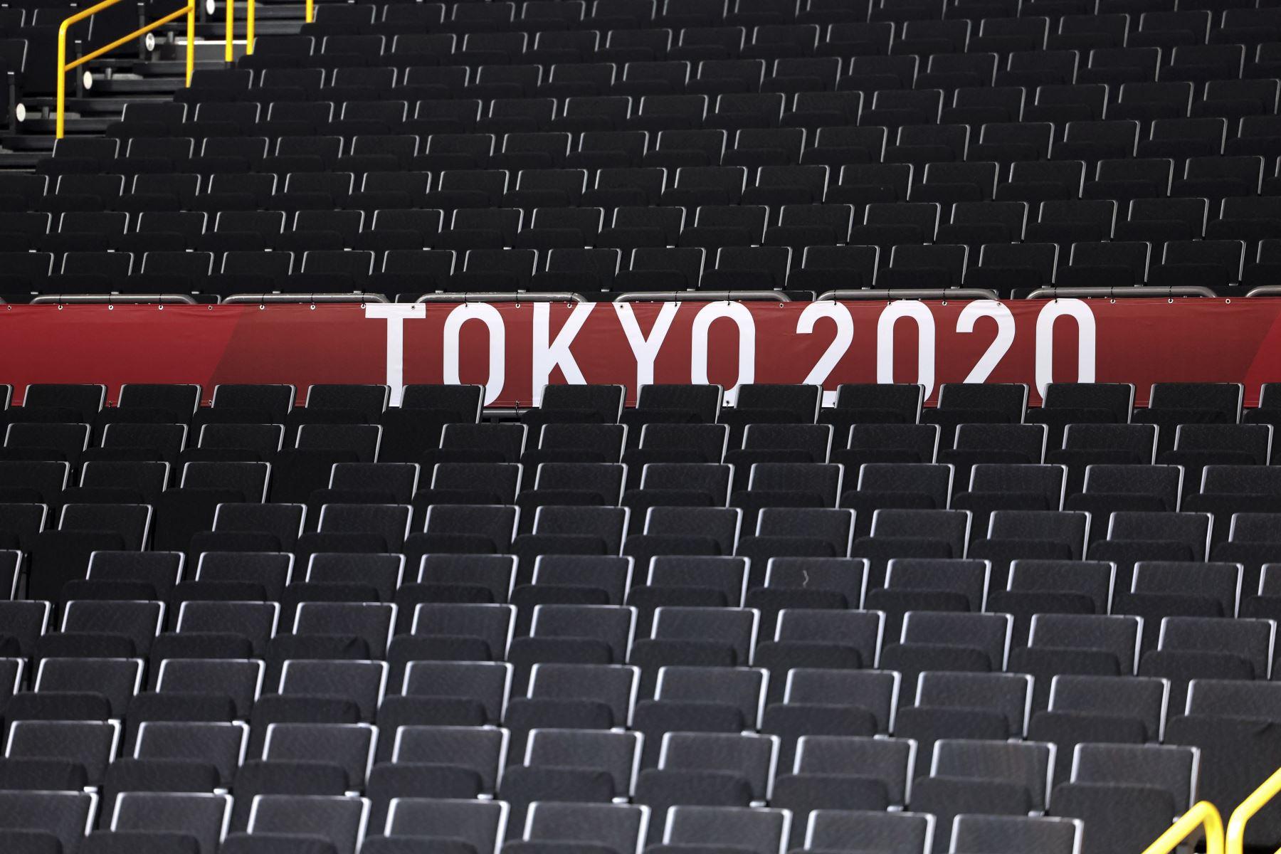 Se ven asientos vacíos durante una sesión de entrenamiento de baloncesto en el Saitama Super Arena en Saitama el 22 de julio de 2021, antes de los Juegos Olímpicos de Tokio 2020.