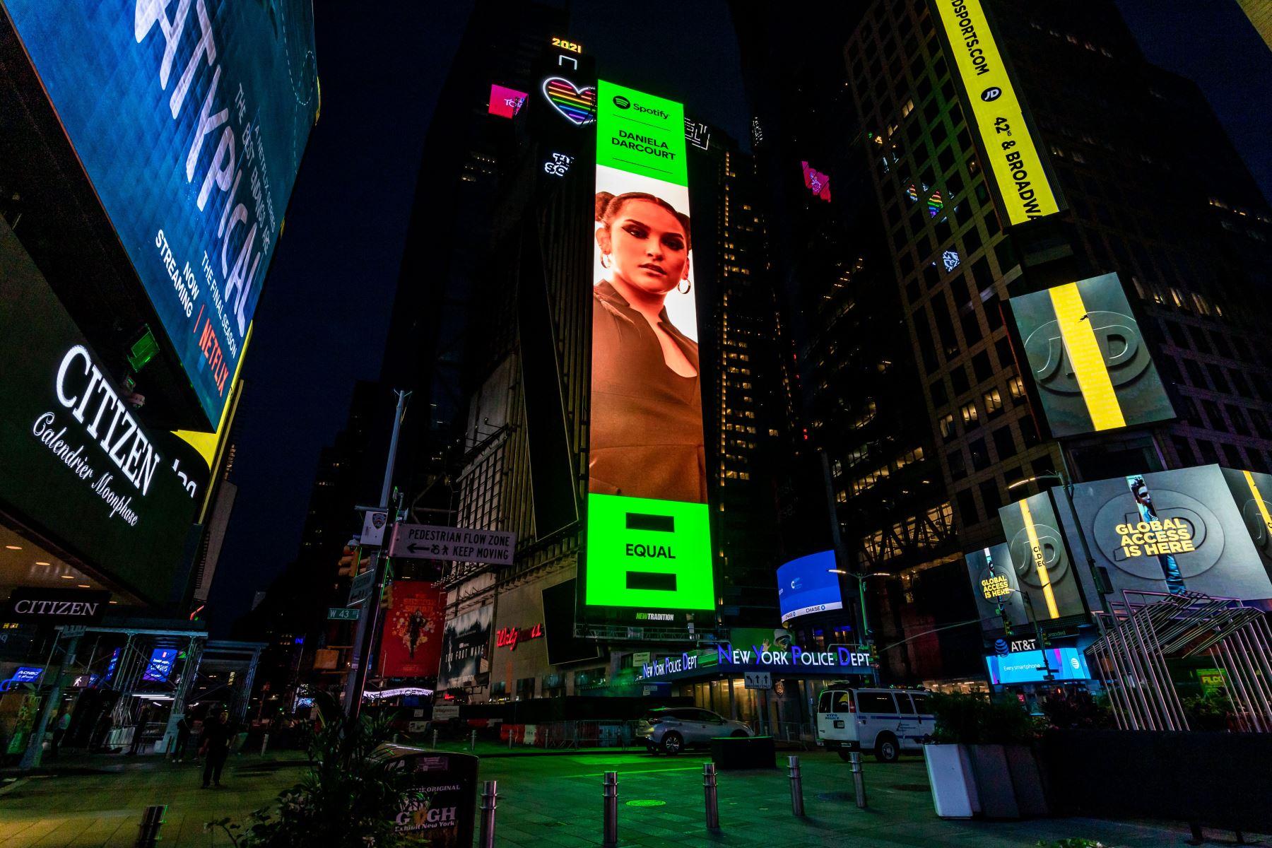 Daniela Darcourt es portada del Play List de Spotify, Equal en el Times Square