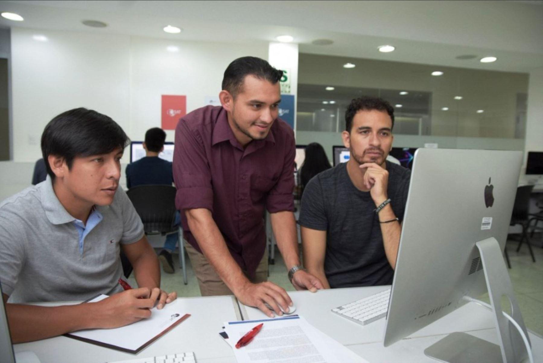 El equipo de la PUCP realizará una investigación, aplicando big data, para mejorar las decisiones empresariales.
