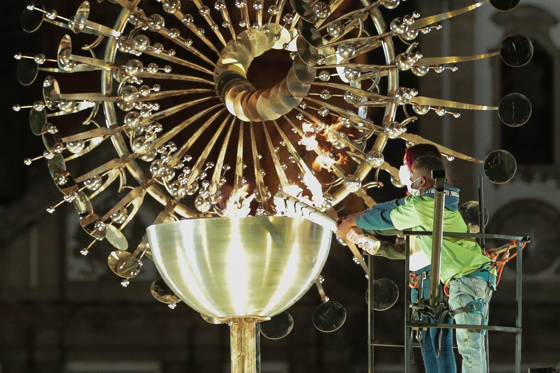 La réplica de la pira olímpica Río 2016 fue encendida hoy en Río de Janeiro, Brasil. La réplica de la pira oficial permanecerá encendida durante los Juegos Olímpicos de Tokio 2020, que se inauguran mañana viernes. Foto: EFE