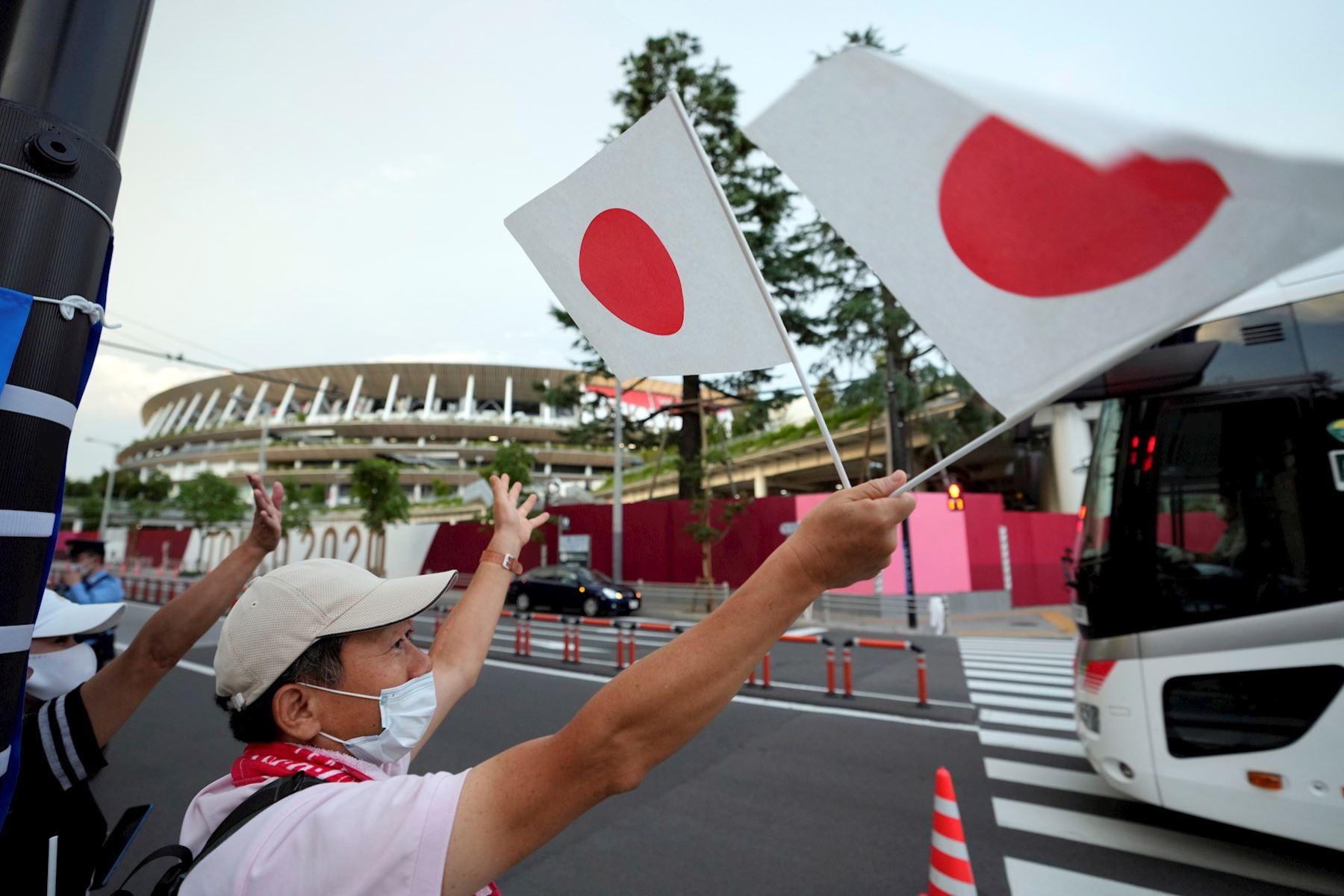 Público llega a la ceremonia de Apertura de los Juegos Olímpicos de Tokio 2020 en el Estadio Olímpico de Tokio, Japón. Foto: EFE