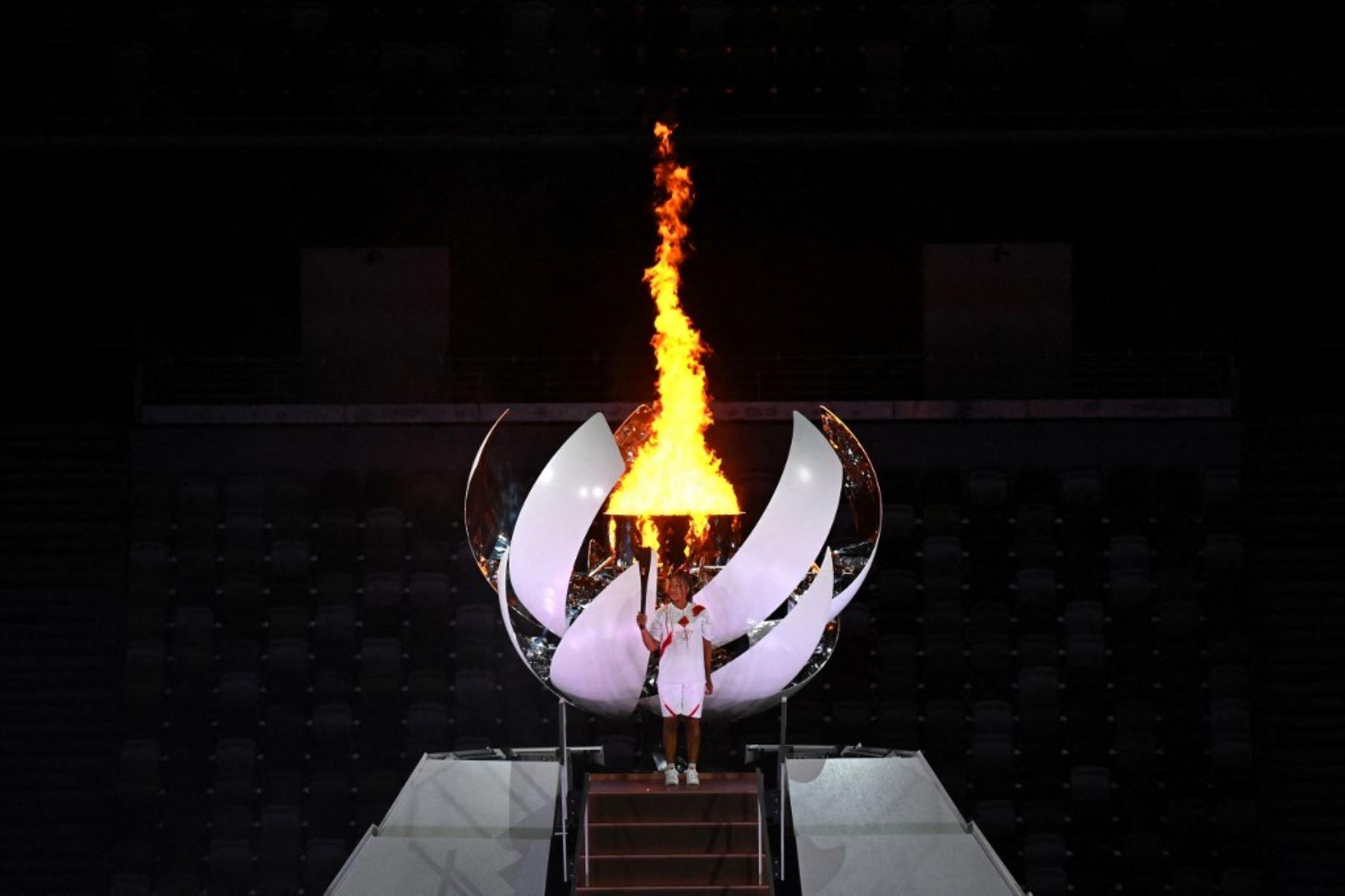 Naomi Osaka enciende el pebetero de los Juegos Tokio 2020