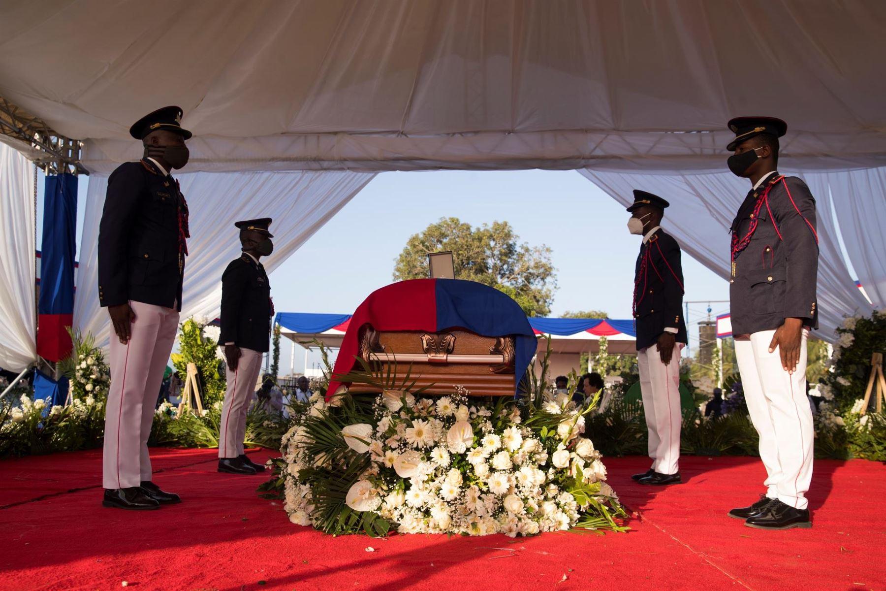 Inician las honras fúnebres para darle el último adiós al Presidente de Haití.