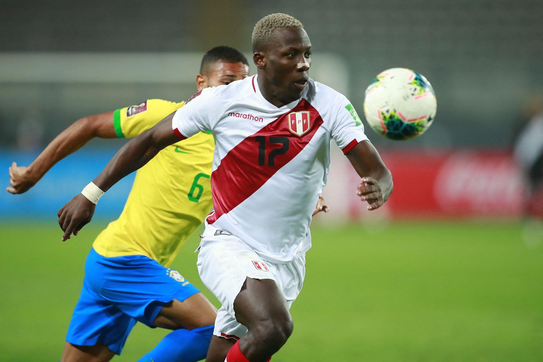 Advíncula está viviendo sus últimas horas como jugador del Rayo Vallecano. Foto: AFP