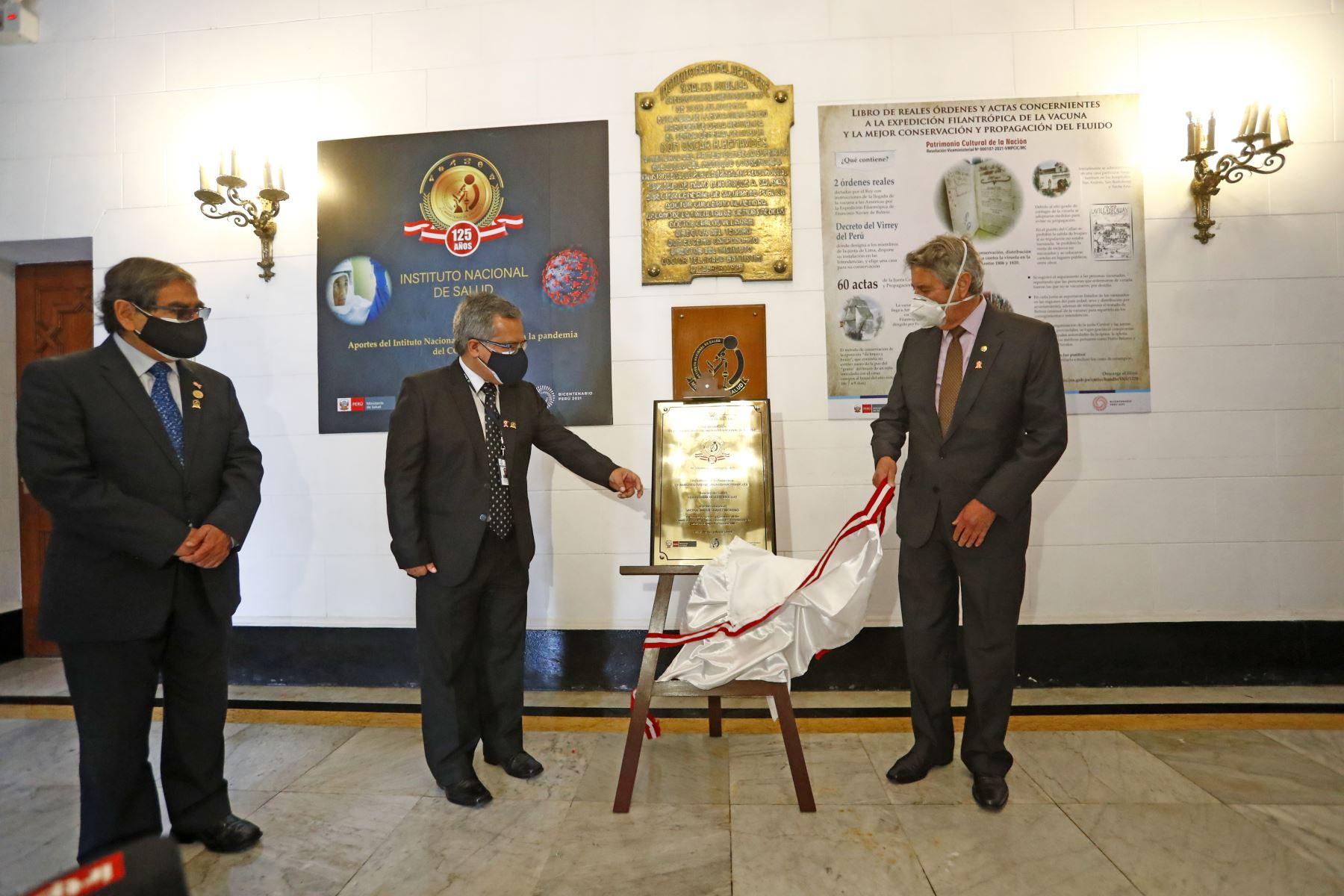 El Presidente Francisco Sagasti, junto con el titular del Ministerio de Salud , Oscar Ugarte , participa en la ceremonia por el 125º aniversario del Instituto Nacional de Salud . Foto: ANDINA/ Prensa Presidencia
