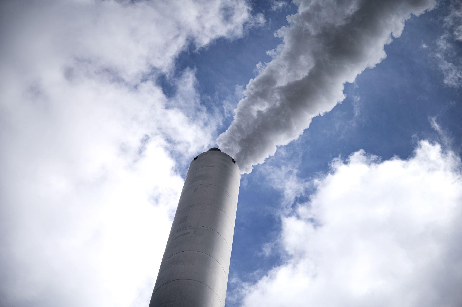 Prevé una reducción del 96% de las emisiones en el sector de los transportes, del 85% en el eléctrico y del 92% en los residuos municipales. Foto: AFP