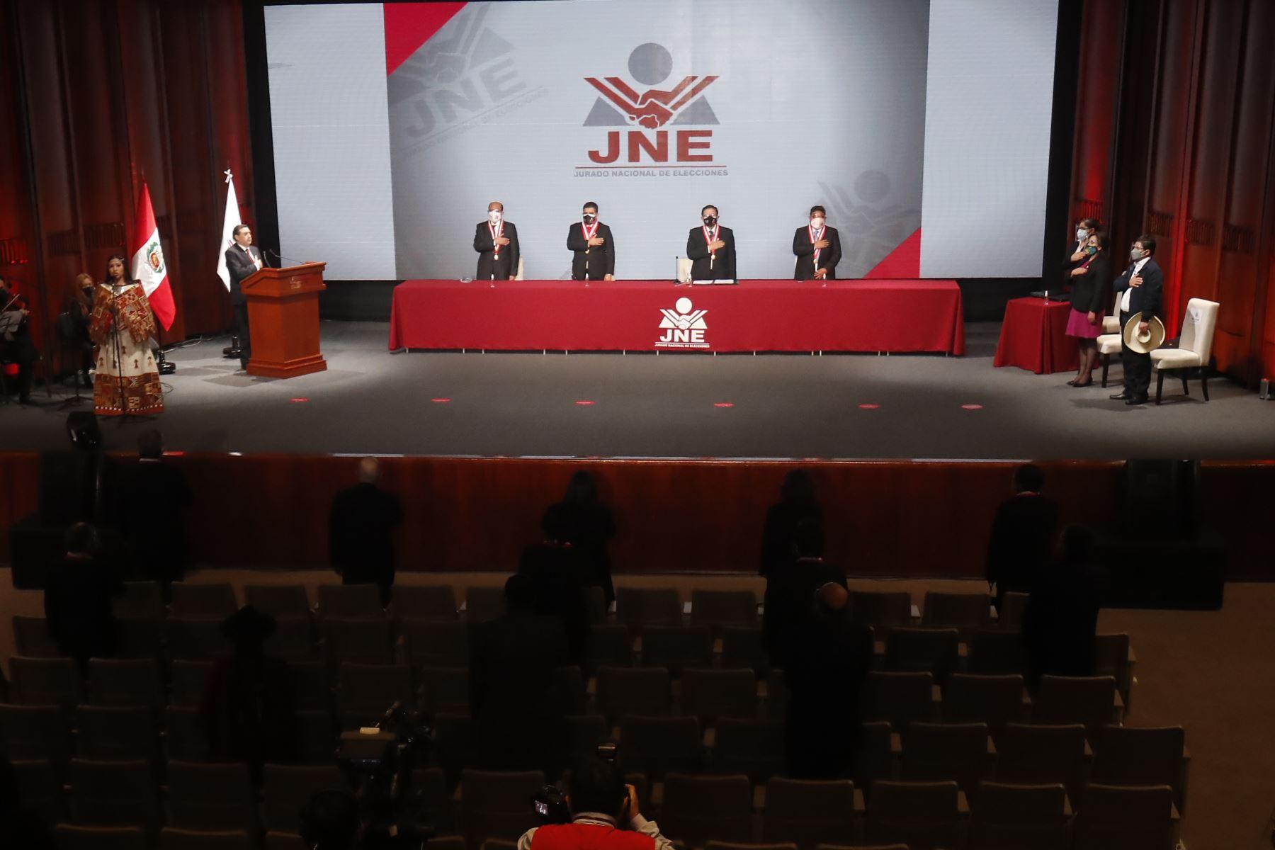 El pleno del Jurado Nacional de Elecciones (JNE) entrega la credencial de presidente de la República del Perú a Pedro Castillo Terrones. Foto: ANDINA/ Juan Carlos Guzmán