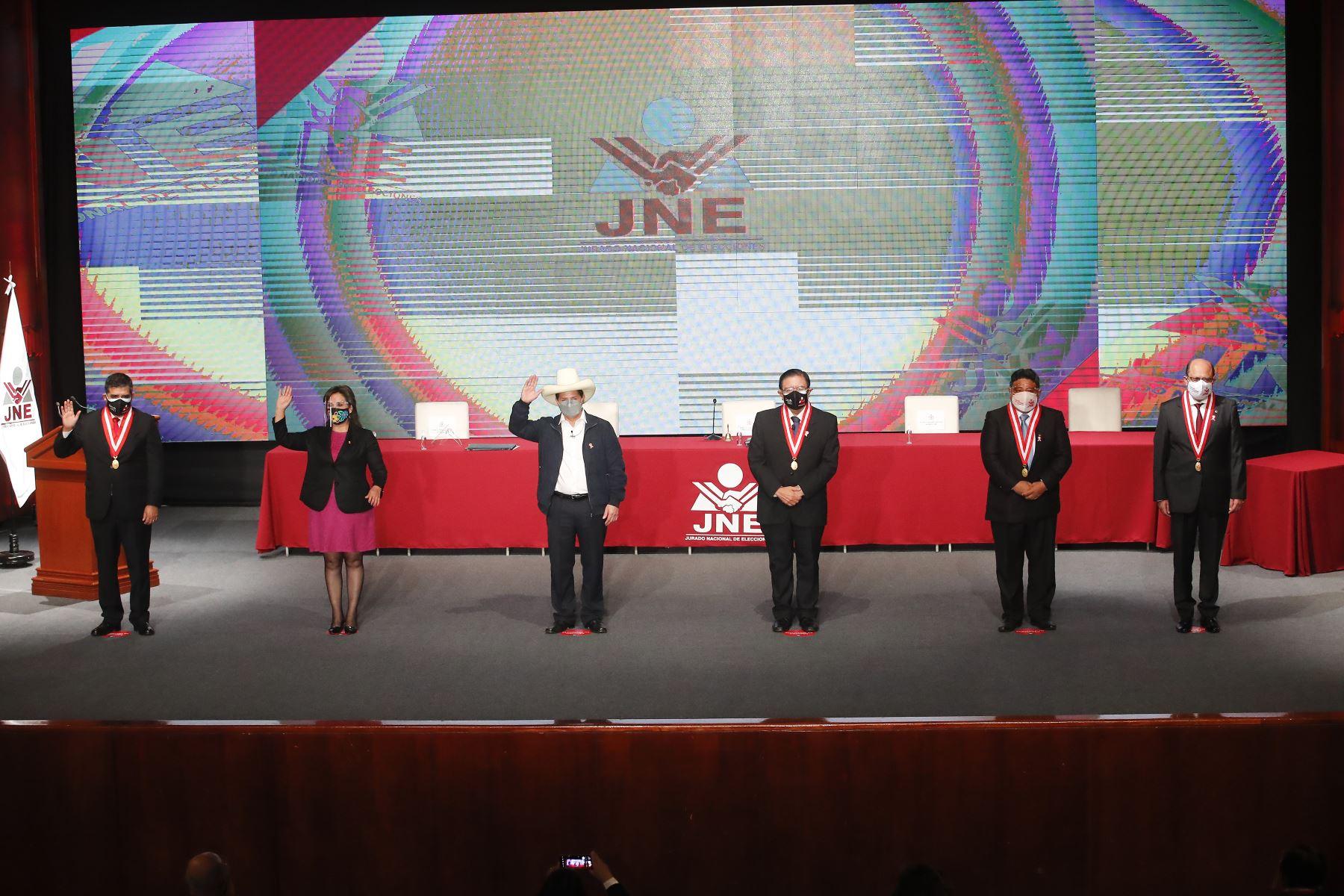 Pedro Castillo recibe credencial como presidente electo de la República del Perú para el periodo 2021-2026. Foto: ANDINA/Juan Carlos Guzmán