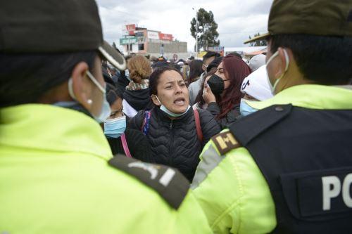 """El reo que fue encontrado ahorcado, es presuntamente """"el agresor de la sargento de la policía nacional"""" que fue violada durante los motines. Foto: AFP"""