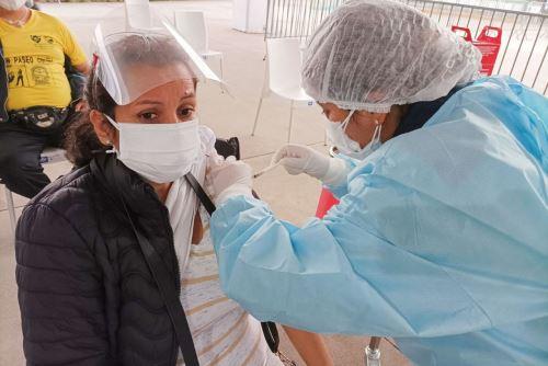 En la ciudad de Arequipa se inició hoy la primera vacunatón contra el covid-19, la actividad tiene como meta inmunizar en dos días a 15,000 personas de 50 años a más, en primera y segunda dosis de la vacuna contra el coronavirus. ANDINA/Difusión