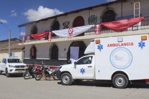 El centro de salud de Caylloma, ubicado en la provincia arequipeña del mismo nombre, recibió una ambulancia tipo II, una camioneta 4x4, dos motos lineales y dos esterilizadores, equipos que permitirán auxiliar a la comunidad en la actual emergencia sanitaria por la pandemia del covid-19.