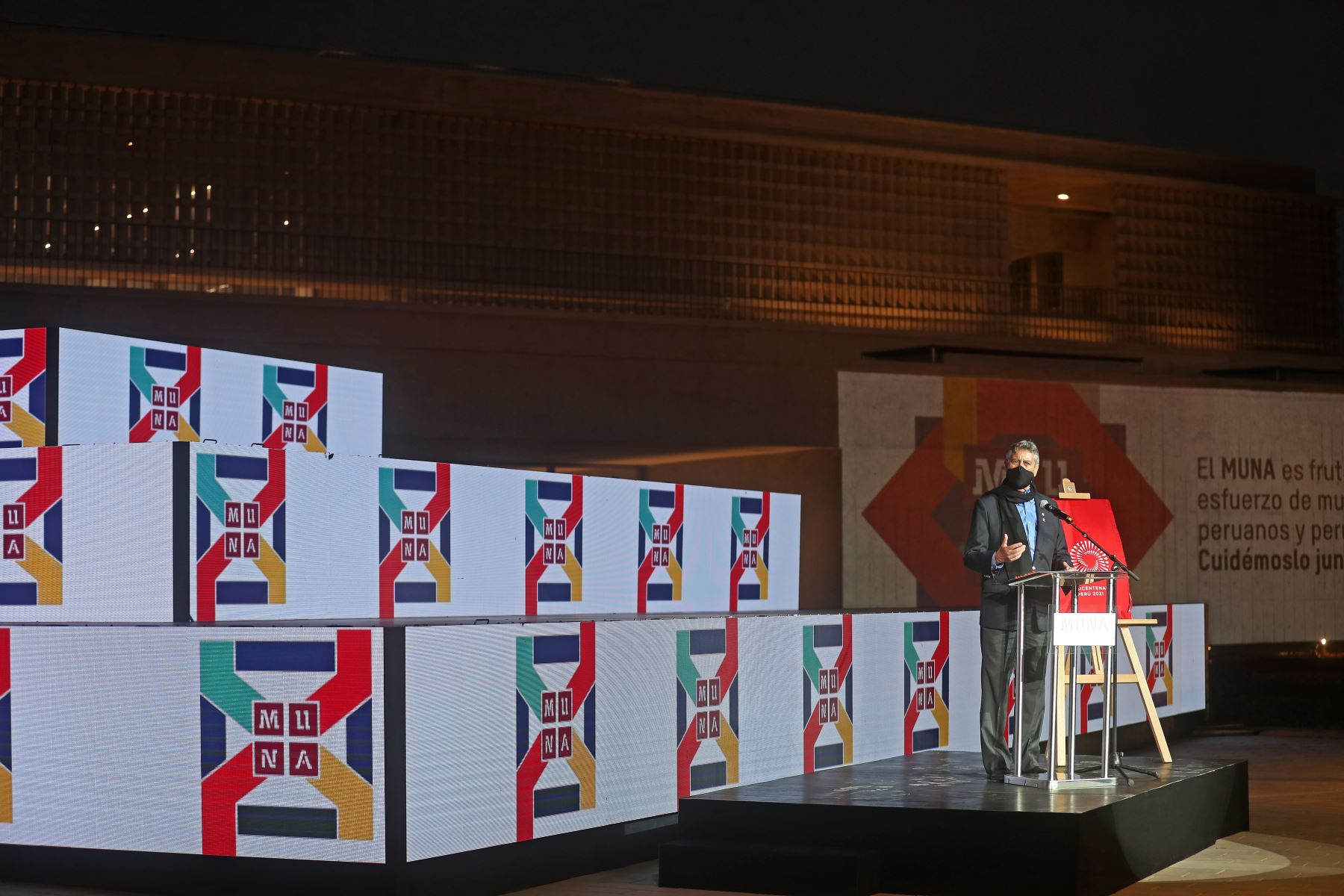 Presidente de la República, Francisco Sagasti, junto con la titular del consejo de ministros, Violeta Bermúdez y el ministro de cultura, Alejandro Neyra, participa en la ceremonia de apertura del del Museo Nacional del Perú. Foto: ANDINA/Presidencia Perú