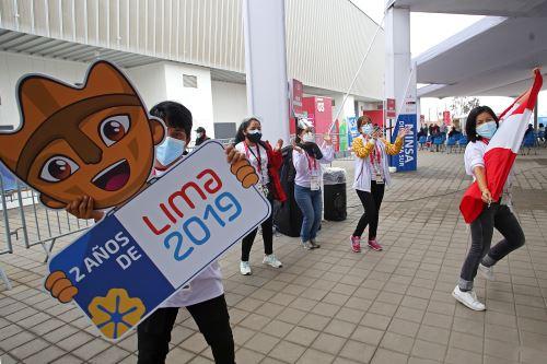 Voluntarios de Legado participan en colorido flashmob conmemorando dos años de lima 2019