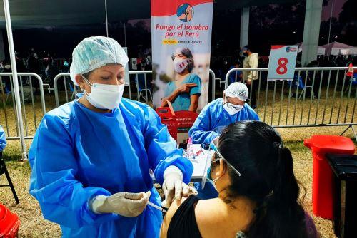 Continua tercera jornada del Vacunatón