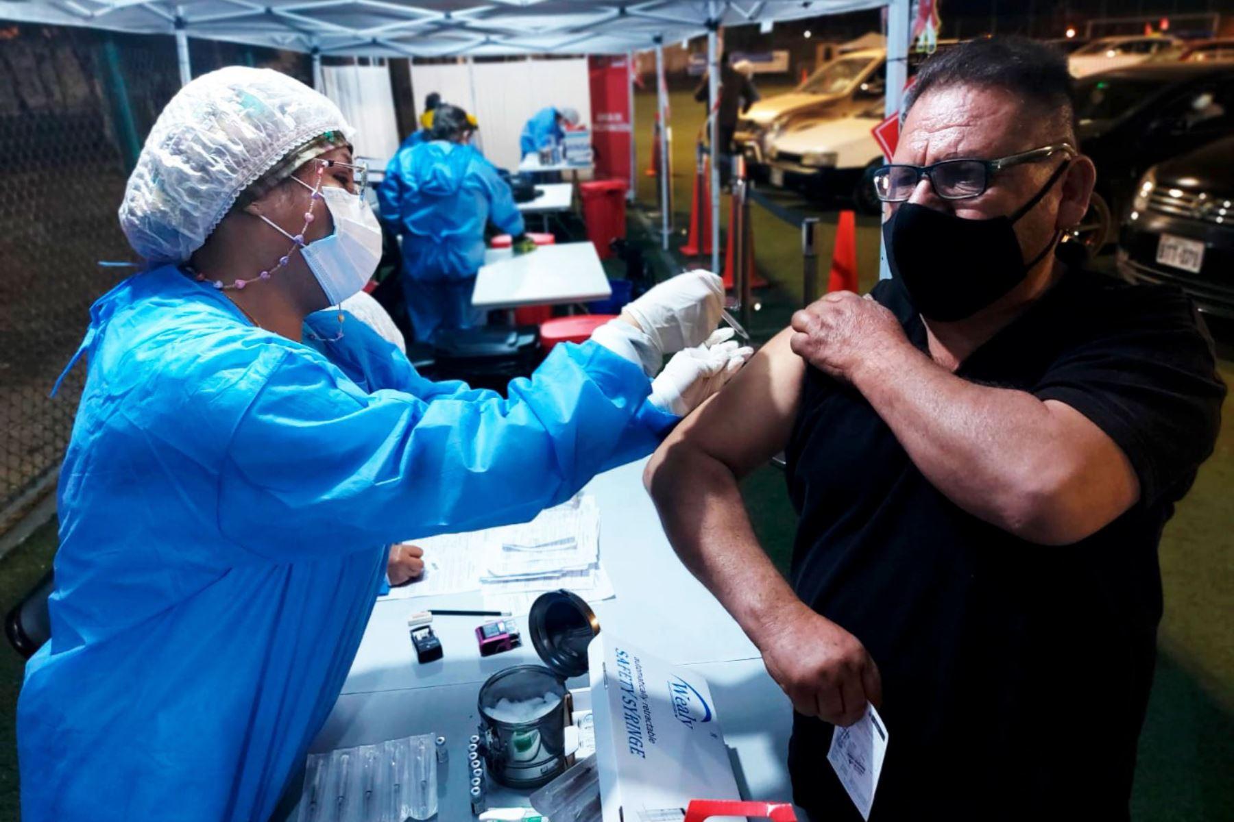 Continua tercera jornada del Vacunatón que se realizará durante 36 horas seguidas, desde las 7 a.m. del sábado 24 hasta las 7 p.m. del domingo 25 de julio, en 22 locales de vacunación habilitados en Lima y Callao. Foto: ANDINA/Minsa