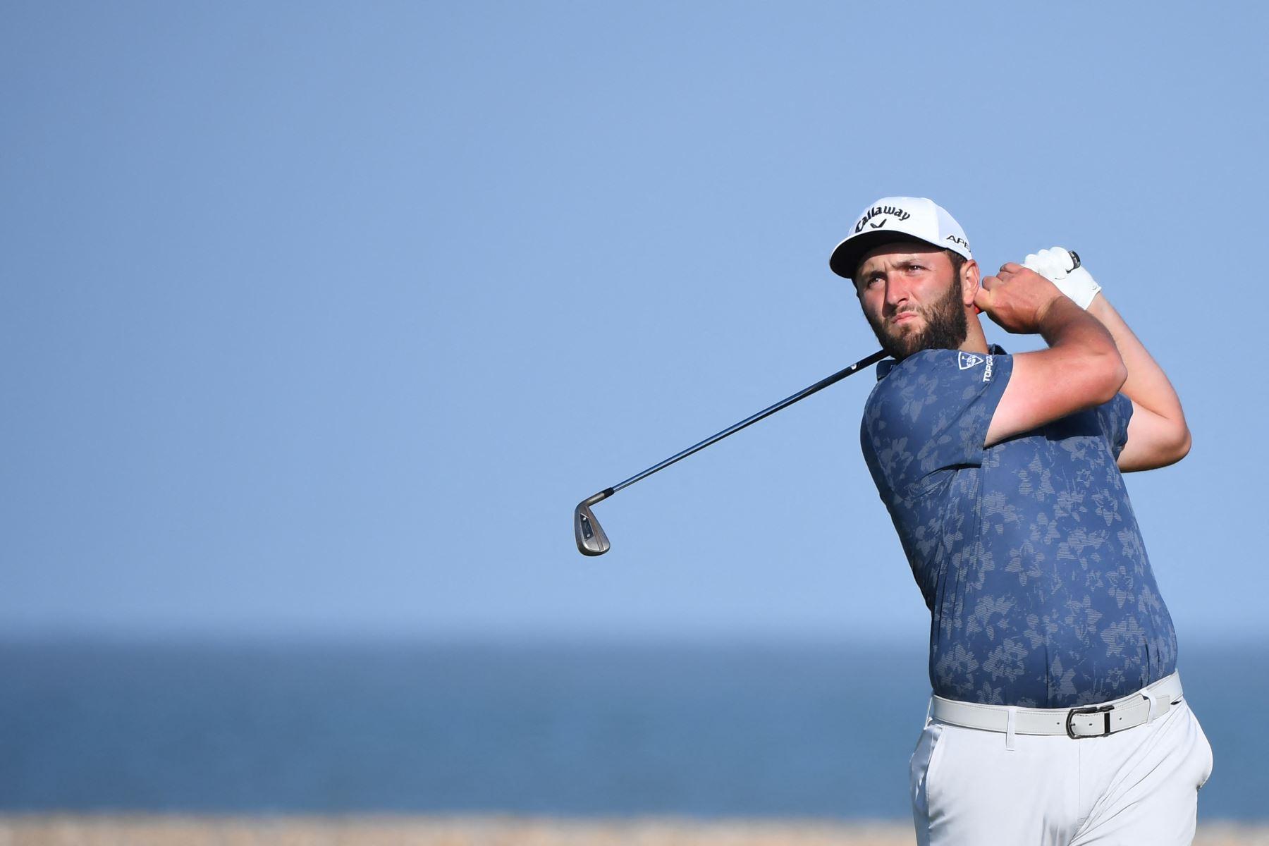 El golfista español Jon Rahm no pudo continuar debido al covid-19