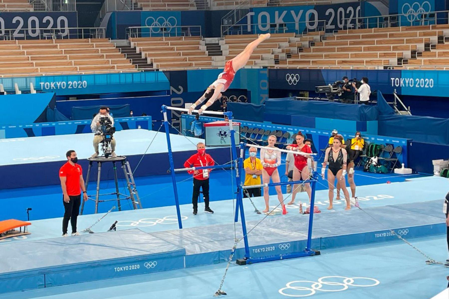 La gimnasta Ariana Orrego hizo su participación en los Juegos Olímpicos Tokio 2020 en el Centro de Gimnasia de Ariake. La peruana, fue parte de la subdivisión tres de la competencia, enfrentándose a grandes atletas como la reconocida y medallista Simone Biles.  Foto Comité Olímpico Peruano