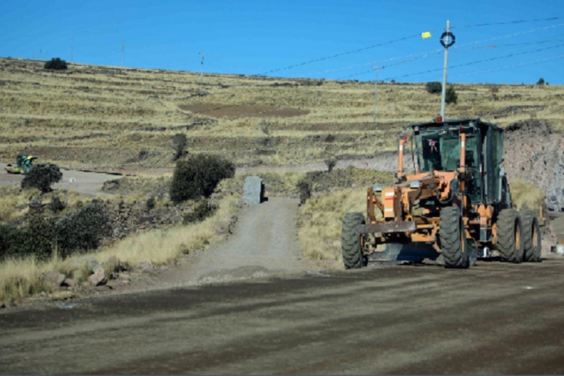 Al brindar mantenimiento y mejorar las vías en todas las regiones del país, también se ha logrado mejorar el traslado de productos agrícolas hacia los mercados de abastos.