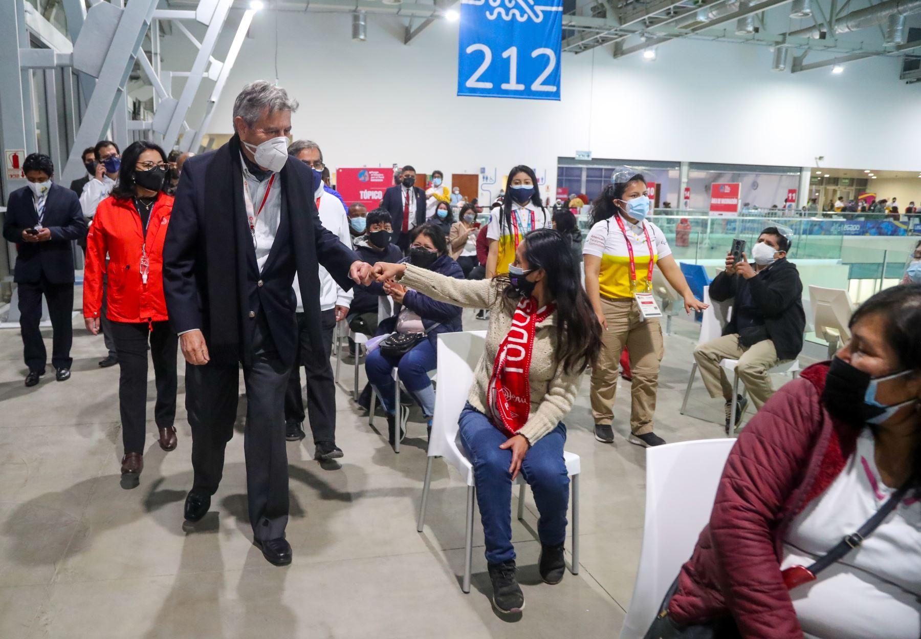El presidente Francisco Sagasti, junto con la titular de la PCM, Violeta Bermúdez, el titular del Ministerio de Salud, Óscar Ugarte, la ministra de vivienda, Solangel Fernández y el alcalde de Lima, Jorge Muñoz  lideran la clausura del tercer Vacunatón en Lima Metropolitana y Callao. Foto: ANDINA/Presidencia Perú
