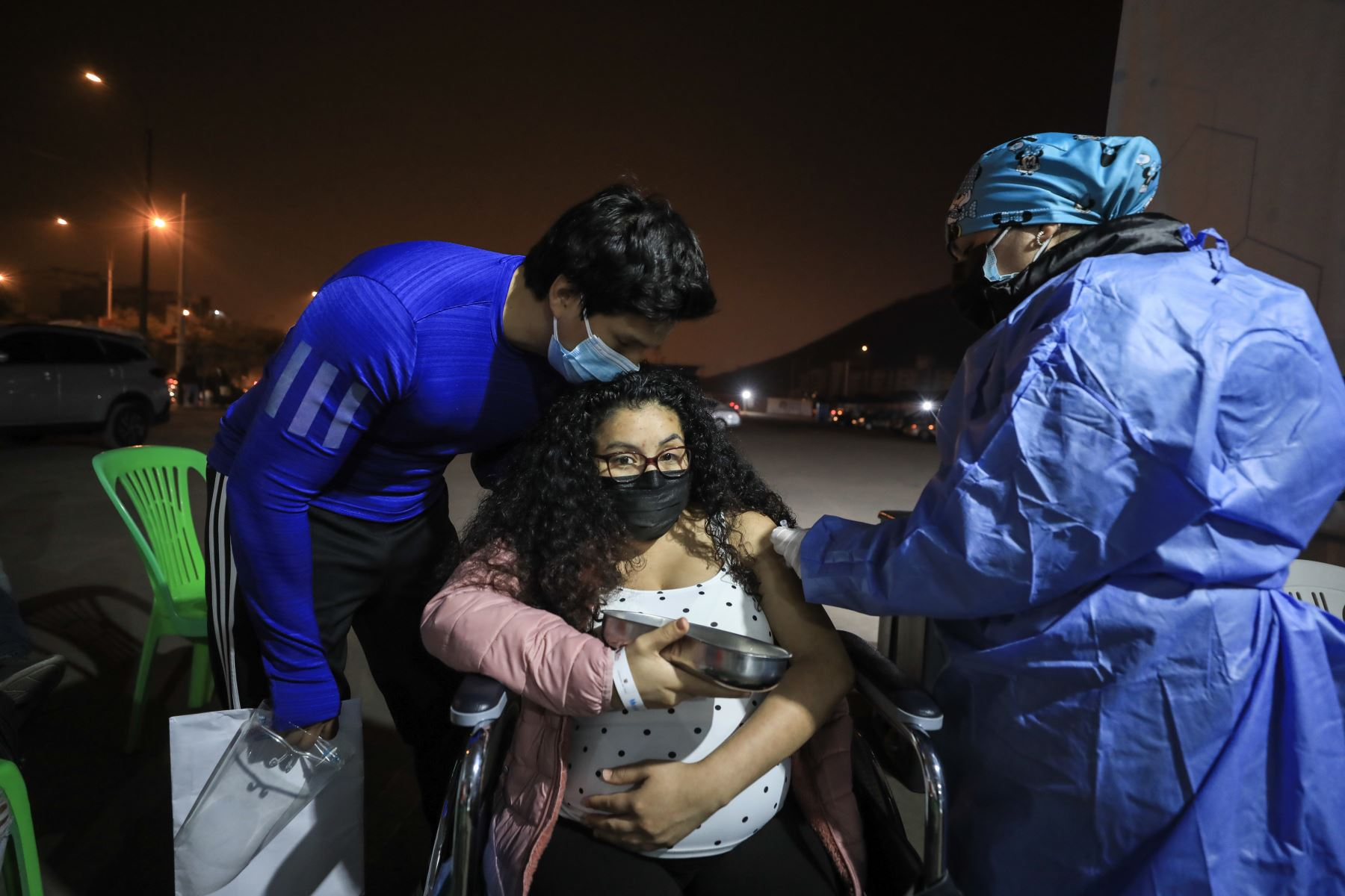 El tercer Vacunatón, que se desarrolló hasta las 7 de la noche de hoy domingo 25 de julio, logró aplicar 305,301 dosis de la vacuna contra el covid-19 en los 22 locales habilitados en Lima y Callao. Foto: ANDINA/Essalud