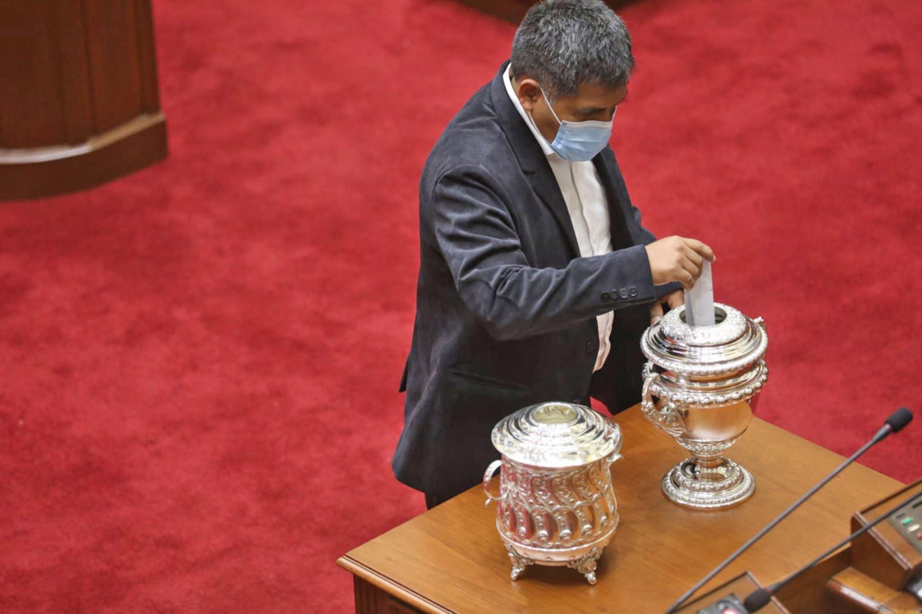 Presidente de la Junta Preparatoria, Jaime Quito (PL, durante la elección de los integrantes de la Mesa Directiva para el periodo legislativo 2021-2022. Foto: Congreso
