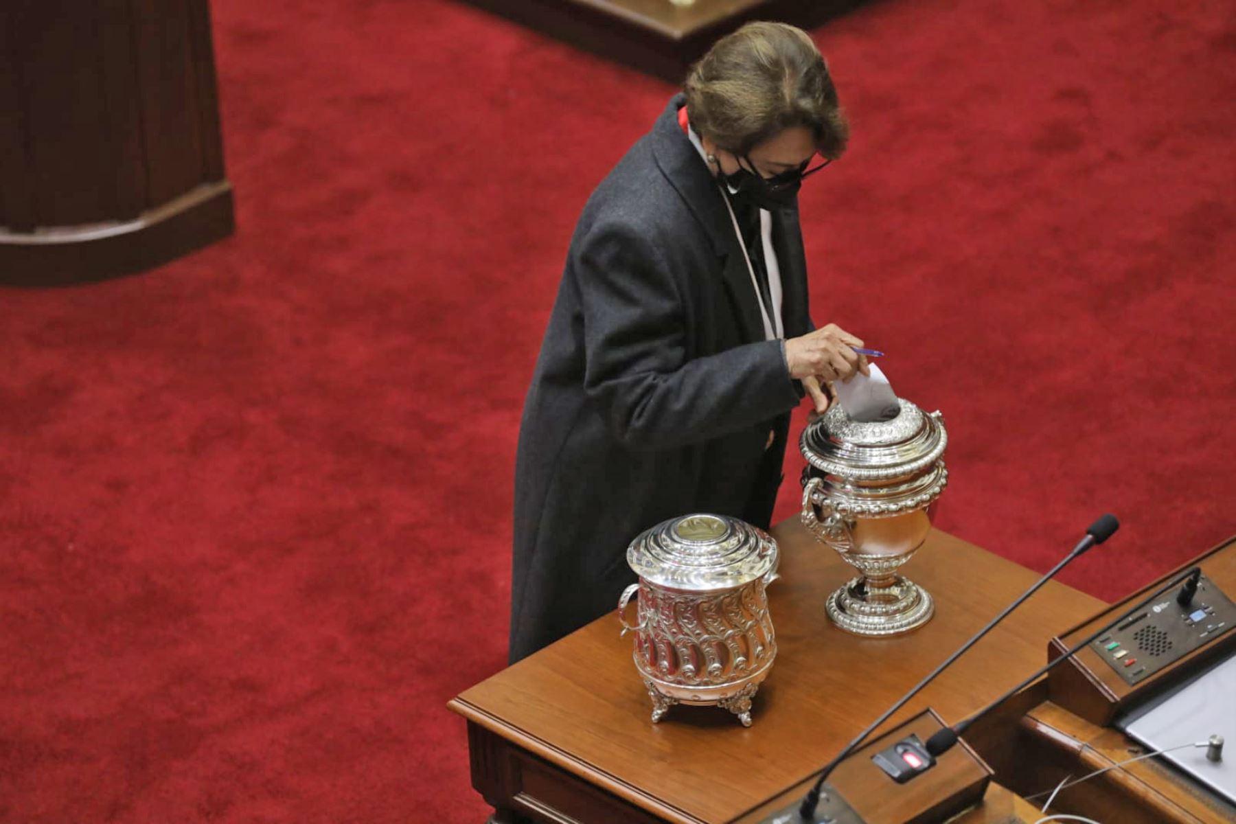 legisladora Gladys Echaíz (Alianza para el Progreso) , durante la elección de los integrantes de la Mesa Directiva para el periodo legislativo 2021-2022. Foto: Congreso