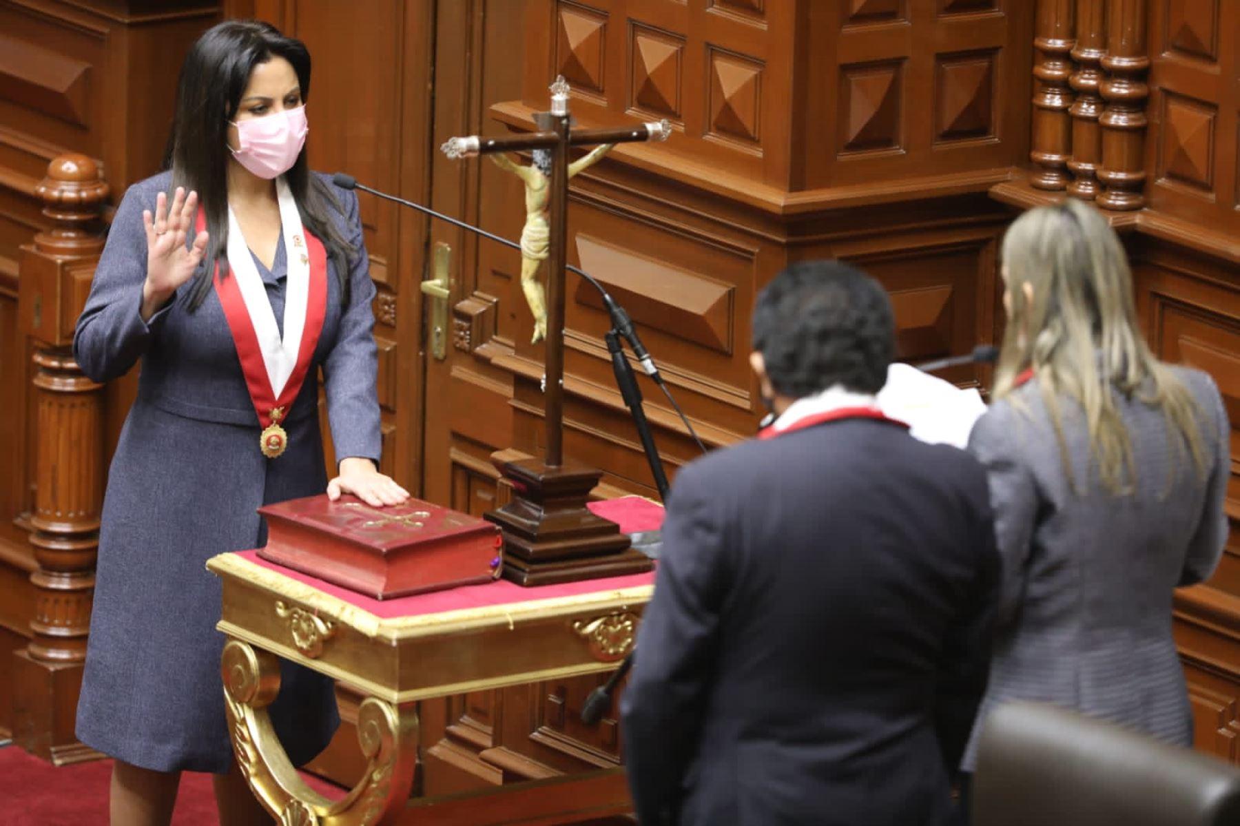 Patricia Rosa Chirinos Venegas (Avanza País), en la tercera vicepresidencia. Foto: Congreso