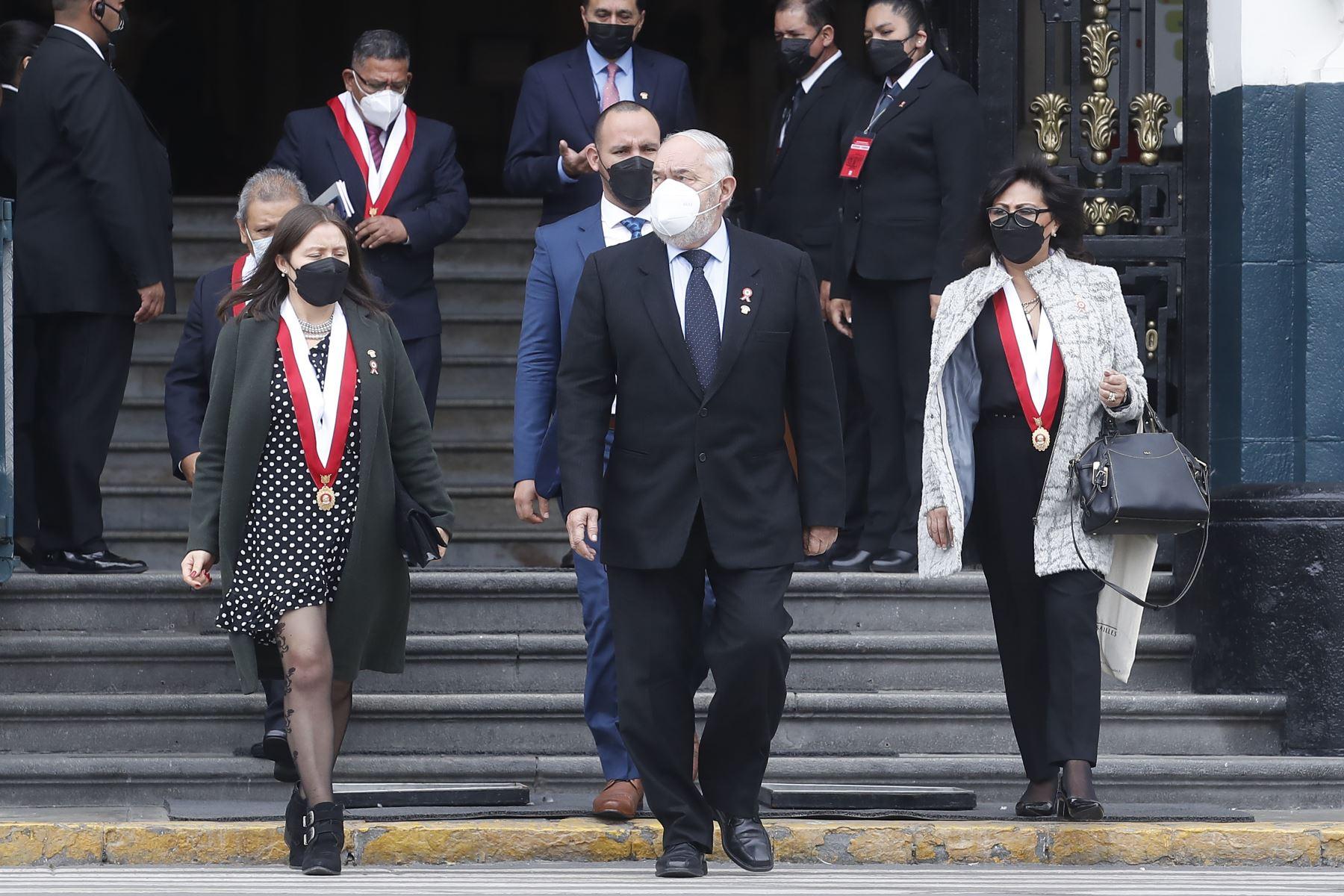 Declaraciones del congresista de Renovación Popular, Jorge Carlos Montoya Manrique en los exteriores del Congreso. Foto: ANDINA/ Juan Carlos Guzmán