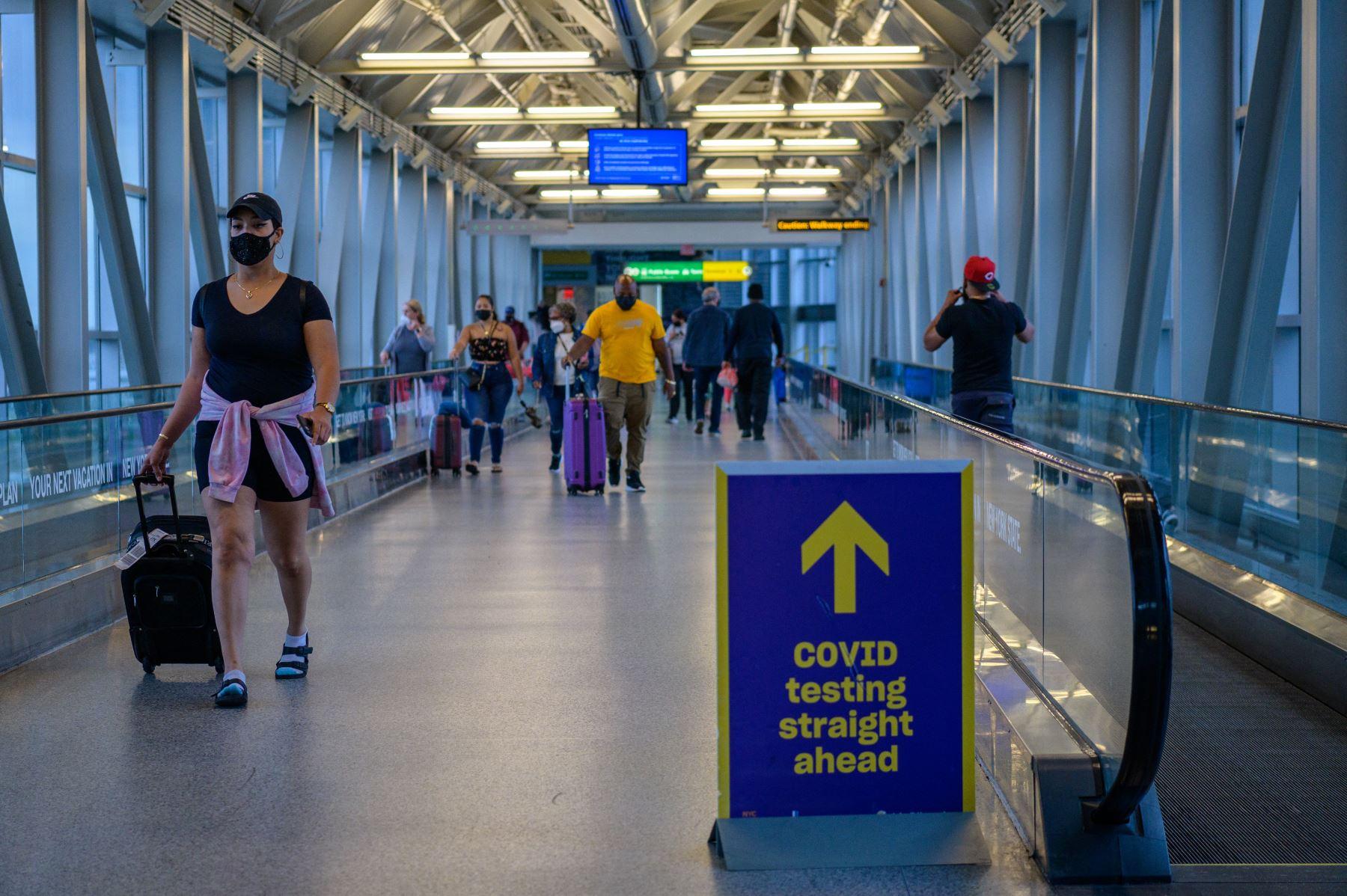 Estados Unidos ha restringido los viajes desde la UE, Gran Bretaña, China e Irán desde hace más de un año debido a la pandemia, y luego agregó otros países, incluidos Brasil e India. Foto: AFP