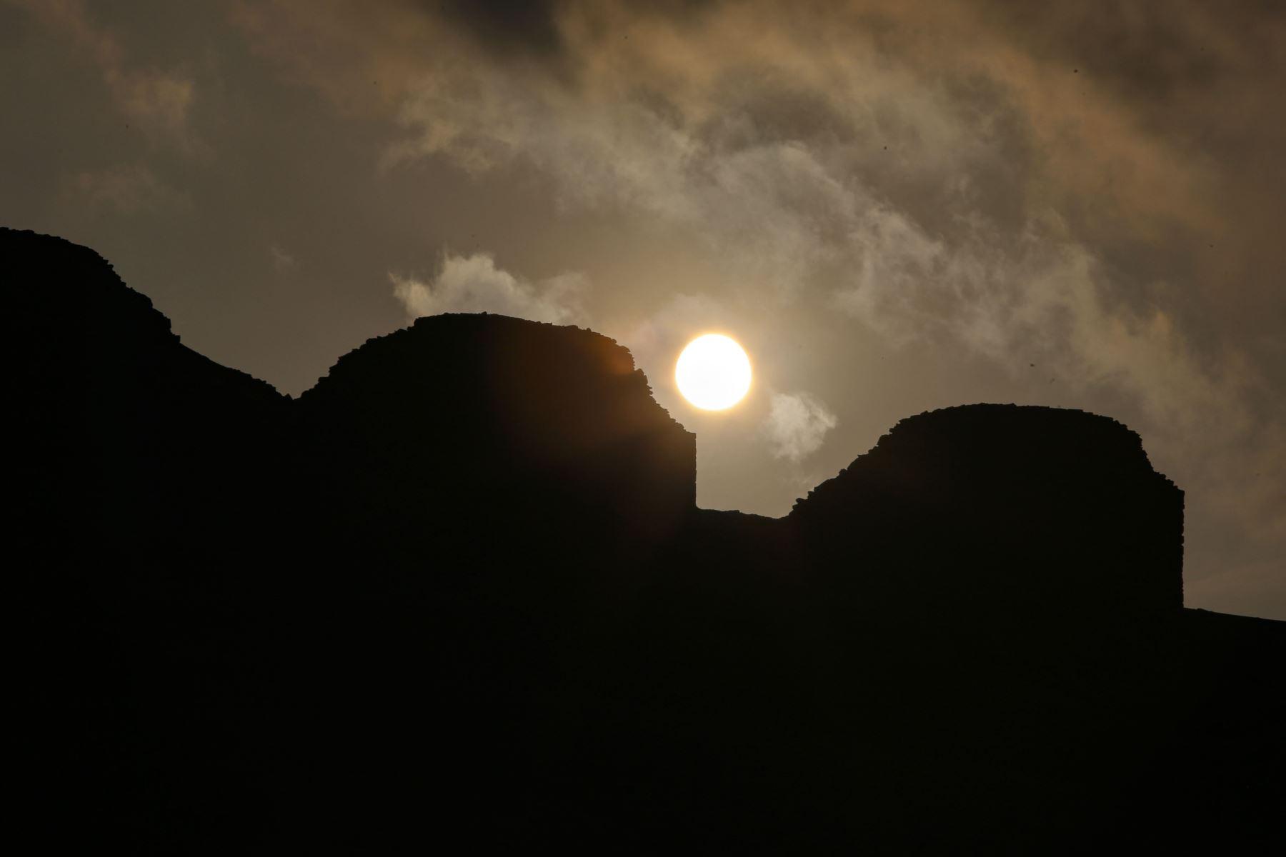 Complejo Arqueoastronómico Chankillo, el observatorio solar más antiguo de América y uno de los dos lugares en el mundo antiguo que han incorporado un calendario de horizonte solar completo.  Foto: AFP