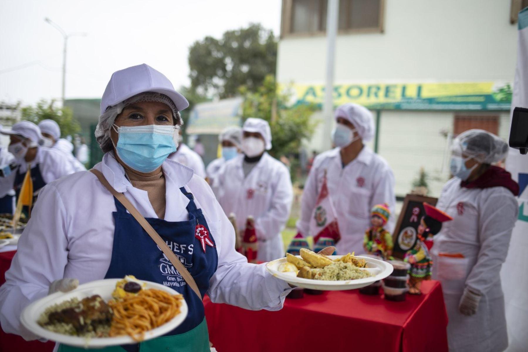 Fiestas Patrias: albergados de Casa de Todos disfrutan gran banquete bicentenario. Foto: ANDINA/Difusión.