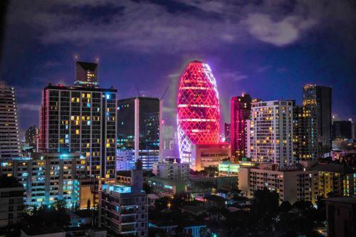 Con motivo del Bicentenario se ilumina con los colores de Perú la Torre Pearl de Bangkok en Tailandia