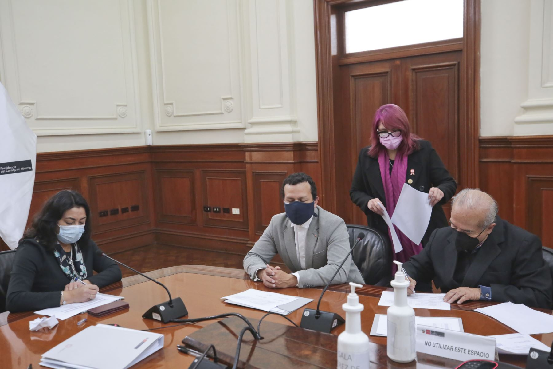 La presidenta del Consejo de Ministros, Violeta Bermúdez, participa en la sesión de instalación de la comisión de transferencia. Foto: PCM
