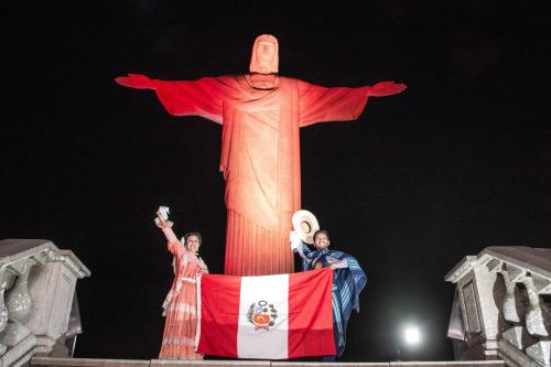 Iluminan de rojo y blanco  el Santuario Cristo Redentor por el Bicentenario de la Independencia del Perú