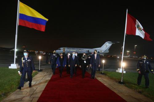 El presidente de Colombia, Iván Duque  llega al Perú para toma de mando  del presidente electo Pedro Castillo