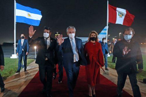 El presidente de Argentina, Alberto Fernández  llega al Perú para toma de mando  del presidente electo Pedro Castillo