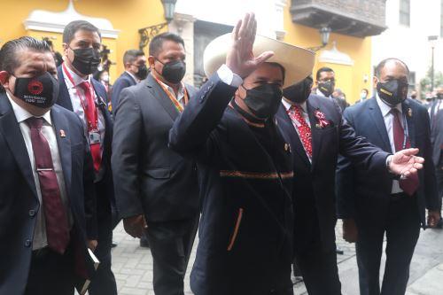 Presidente electo, Pedro Castillo, llega a la Cancillería