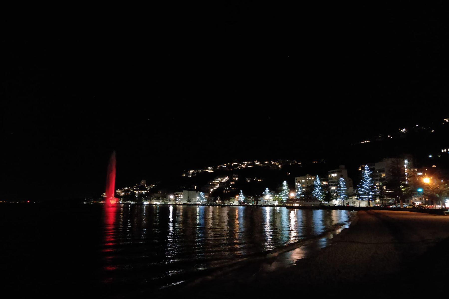Los colores del Perú se  iluminan por el Bicentenario en Perú desde espacios emblemáticos en Wellington, Nueva Zelanda. Foto: @CancilleriaPeru