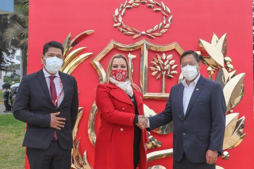 El presidente de Bolivia, Luis Arce llega al Perú para toma de mando  del presidente electo Pedro Castillo