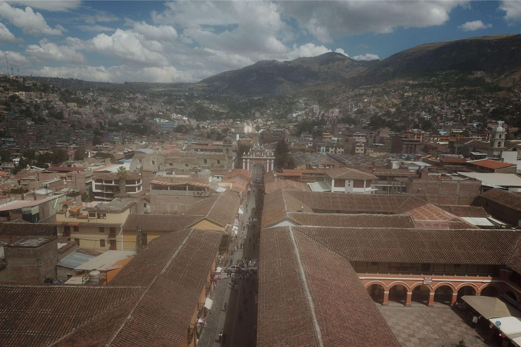 Imágenes de la Plaza de Armas de Huamanga , Ayacucho, donde llegará el  presidente Pedro Castillo para participar de acto simbólico de juramentación. Foto: ANDINA/ Juan Carlos Guzmán