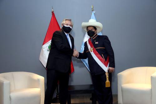 El presidente de la República Pedro castillo sostuvo una reunión bilateral con el presidente de Argentina Alberto Fernández