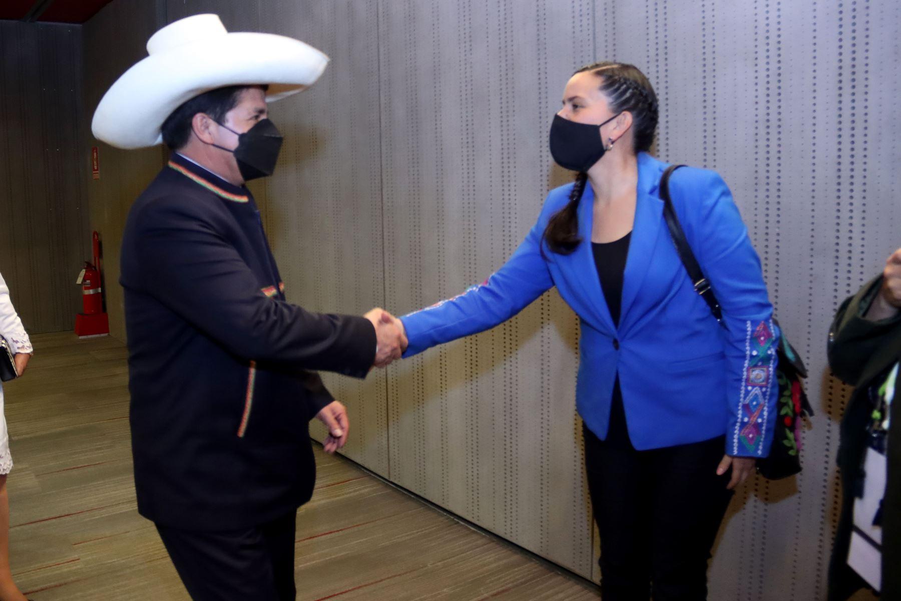 Saludo protocolar de altas autoridades de la Nación al señor presidente de la República, Pedro Castillo Terrones. En la imagen Verónica Mendoza, lideresa de Nuevo Perú  Foto: ANDINA/ Prensa Presidencia
