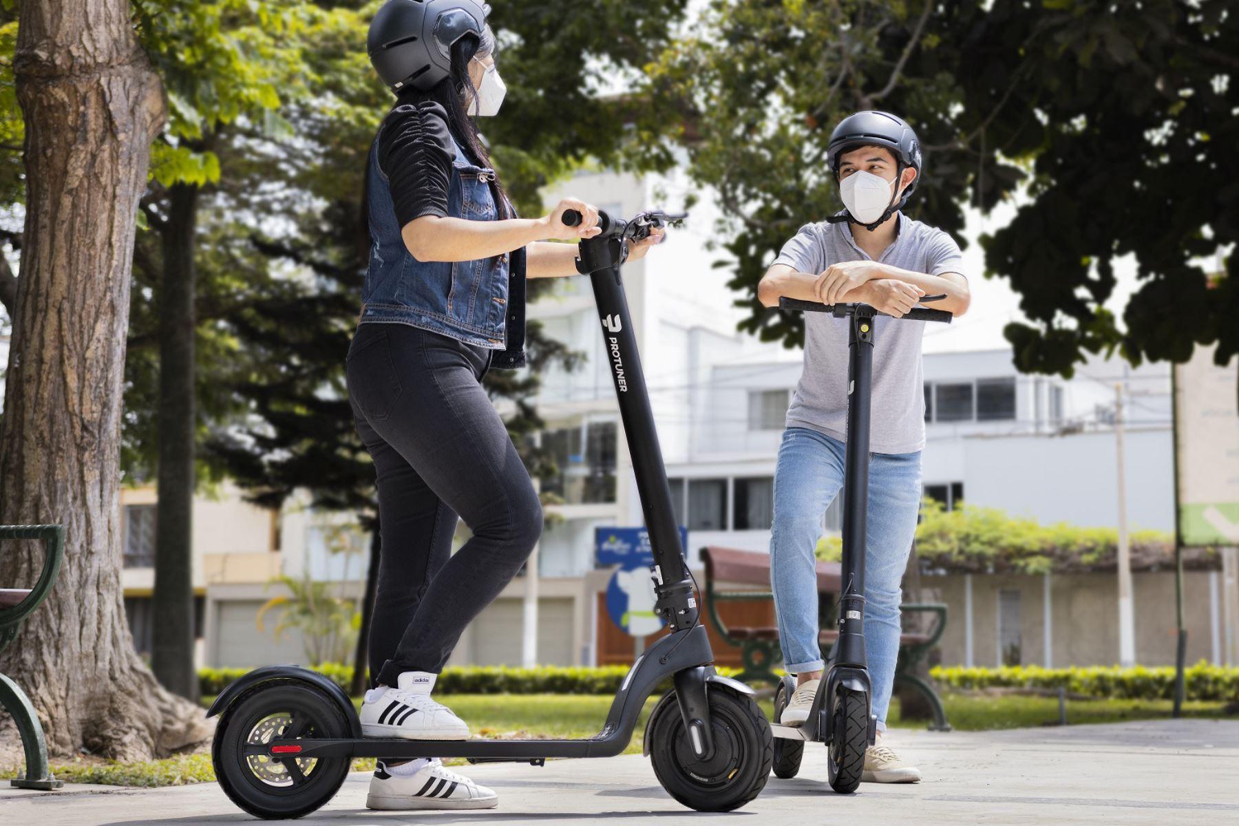 Cómo desplazarse en bicicleta y scooter de forma segura.