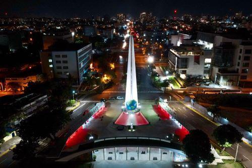 Emblemáticos monumentos  del mundo se iluminan  en el marco de la celebración del Bicentenario de Perú