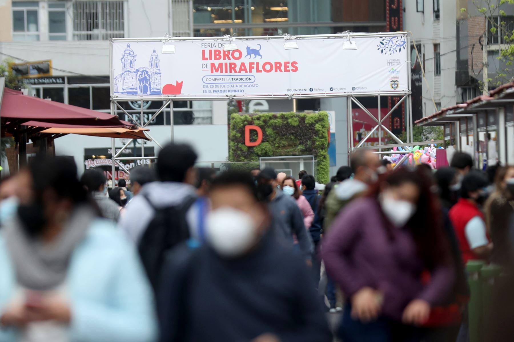 """Municipalidad de Miraflores impulsa la """"Feria del Libro"""", una buena alternativa para  los días feriados de Fiestas Patrias. Foto: ANDINA/Carla Patiño"""
