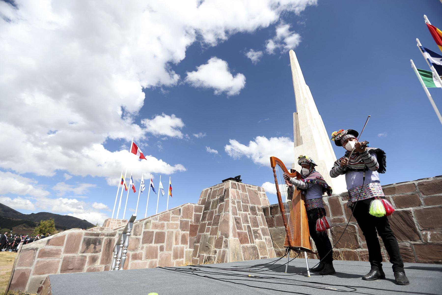 El presidente de la República, Pedro Castillo, encabeza la ceremonia de juramentación simbólica en la Pampa de la Quinua, ciudad de Ayacucho. Foto: ANDINA/ Prensa Presidencia